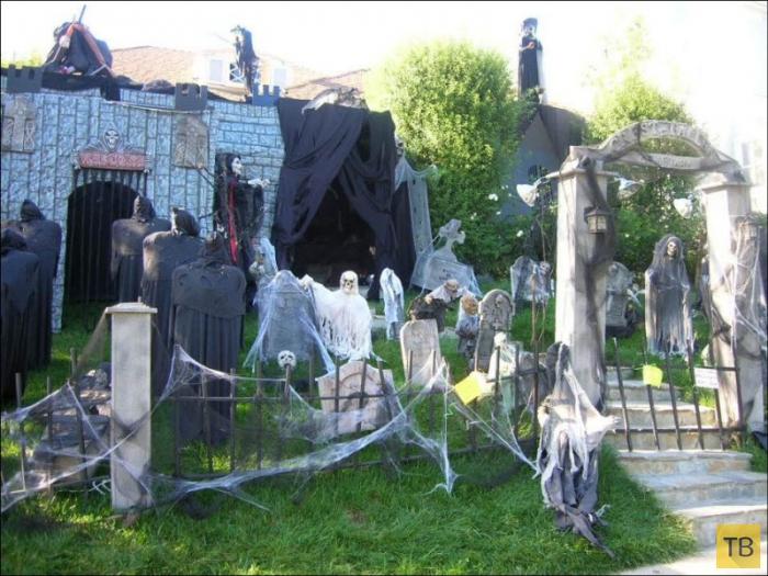 Крутые украшения домов на Хэллоуин (28 фото)