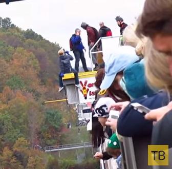 Неудачный прыжок с моста, стоя на руках