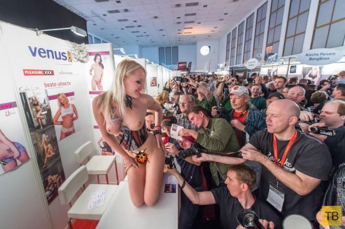 В Москве изнасилована Лола Тейлор (Lola Taylor) (15 фото)