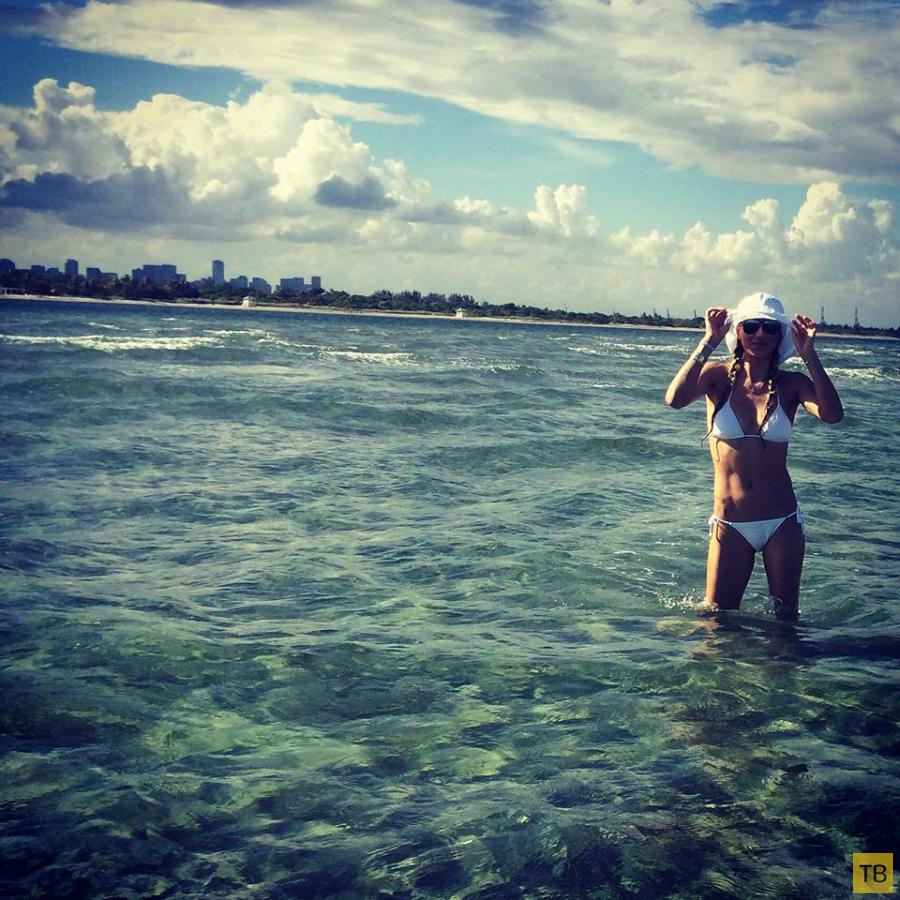 Анна Курникова продемонстрировала фигуру в бикини (8 фото)