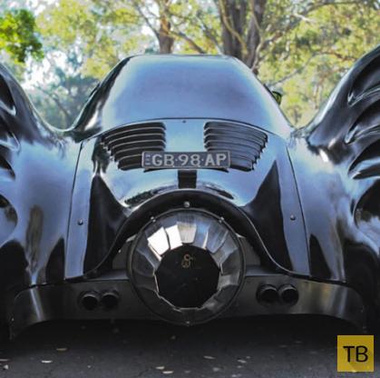 Настоящий супергерой на самодельном Бэтмобиле (13 фото)