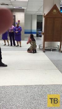 Пьяная украинская туристка в аэропорту Пхукета...