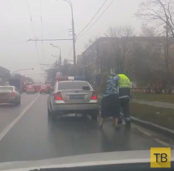 Женщина побила инспектора ДПС... Ленинский проспект, г. Москва