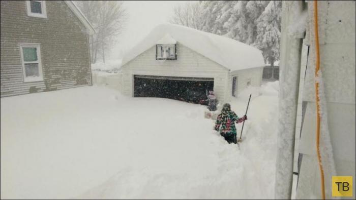 Сильнейший снегопад обрушился на штат Нью-Йорк (23 фото)
